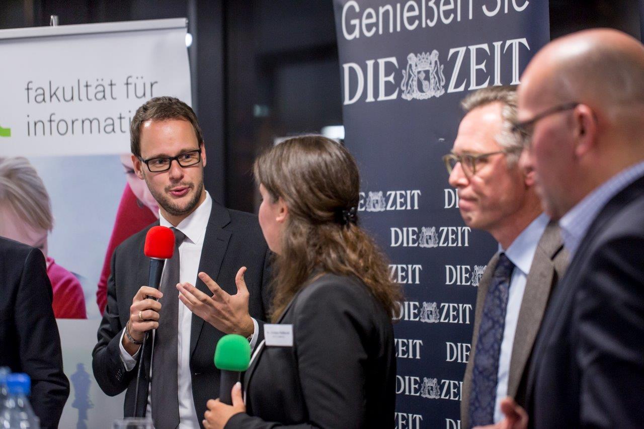 Podiumsdiskussion zum Thema Cloud und Digitalisierung an der TU Dortmund